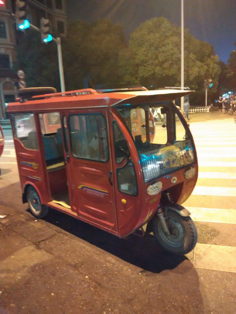 Hati hati jika naik teksi ini,kerana tidak ikut harga tambang serta bahaya dari segi keselamatan